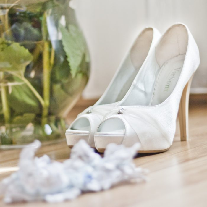 shoes-white-wedding-garter